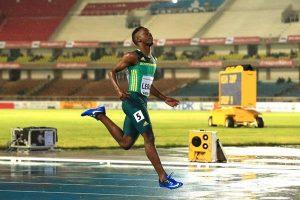 Tshenolo Lemao de Sudáfrica, campeón juvenil de los 100 metros. (Foto IAAF - Getty Images).